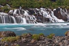 Underbara Hraunfossar vattenfall i iceland royaltyfri fotografi