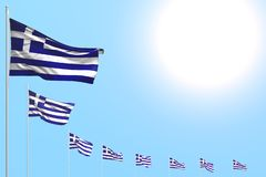 Underbart förlade många Grekland flaggor diagonalt på blå himmel med stället för din text - någon illustration för berömflagga 3d stock illustrationer