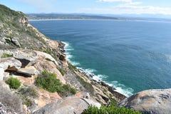Underbart landskap på den fotvandra slingan på den Robberg naturreserven i den Plettenberg fjärden, Sydafrika Royaltyfri Fotografi