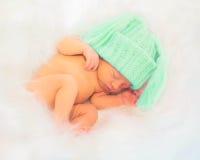 Underbart nyfött behandla som ett barn sömnar I Royaltyfri Foto