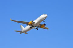 Undercarriage повышения воздушных судн - Vueling Стоковые Фотографии RF