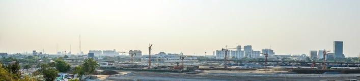 Underconstruction铁路有城市大厦背景, panoram 免版税库存图片