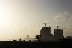 Underconstruction byggnader på den Cliton havssikten, Karachi Arkivbild