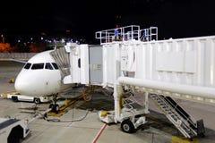 Underhåll av borgerligt flygplan arkivbild