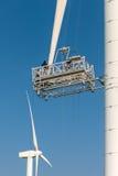 Underhåll av en vindturbin Fotografering för Bildbyråer