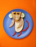 Underhållande apa som göras av bröd, ost och grönsaker Royaltyfri Fotografi