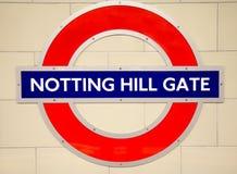 Underjordisk Notting Hill rörstation i London Arkivbilder