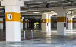 underjordisk parkeringshus Arkivfoton