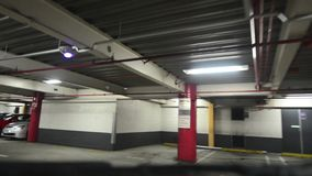 Underjordisk parkeringsplats lager videofilmer