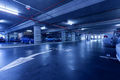 Underjordisk parkeringsplats Arkivfoto