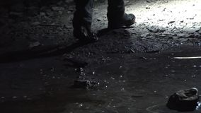 Underjordisk passage med vatten - bläddra lager videofilmer