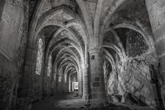 Underjordisk passage på den Chillon slotten - Veytaux, Schweiz royaltyfria foton