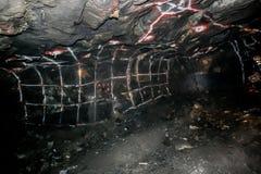 Underjordisk platina som bryter borrandehål arkivfoton