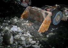 Underjordisk platina som bryter laddaren för främre slut arkivfoto