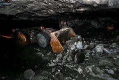 Underjordisk platina som bryter laddaren för främre slut fotografering för bildbyråer