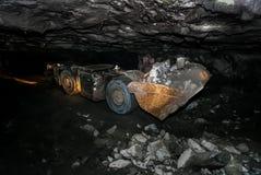 Underjordisk platina som bryter laddaren för främre slut arkivfoton