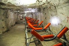 Underjordisk platina som bryter tunneltransportören arkivfoton