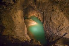 Underjordisk sjö i den nya Athos grottan Fotografering för Bildbyråer