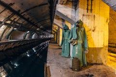 Underjordisk sovjetisk kalla krigetbunker Underjordisk ubåt som reparerar fabriken i Balaklava, Krim royaltyfria bilder