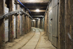 Underjordisk tunnel i en min Royaltyfri Fotografi