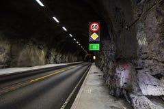 Underjordisk tunnel med ljusa signaler Fotografering för Bildbyråer