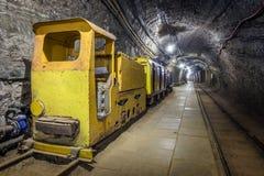 Underjordiskt drev för gul passagerare i en min Royaltyfria Foton