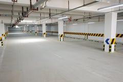 Underjordiskt parkera garage Royaltyfri Bild