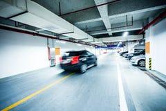 Underjordiskt parkeringsgarage Fotografering för Bildbyråer