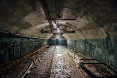 Underjordiskt sjukhus i en stor övergiven sovjetisk bunker royaltyfri foto