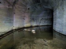 Underjordiskt skydd arkivbild
