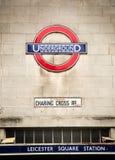 Underjordiskt tecken av det London röret på en vägg Royaltyfri Bild