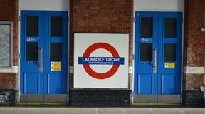 Underjordiskt tecken London för Ladbroke dunge Arkivbilder