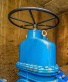 Underjordiskt vattenförsörjningsystem Stora ventiler n Arkivbilder