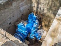 Underjordiskt vattenförsörjningsystem Stora ventiler n Arkivbild