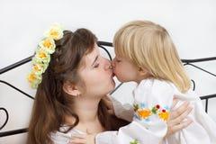 underlag klädd ukrainare för flickor två Royaltyfri Foto