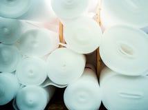 Underlayment för laminaten som däckar installation royaltyfria bilder