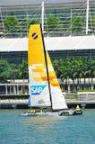 UNDERMINERA det extrema seglinglaget som öva på den extrema segla serien Singapore 2013 Arkivfoto