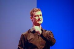 UNDERMINERA huvudet av produkter och innovationteknologi Bjorn Goerke Arkivfoton