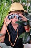 undersökande djungelman Arkivbilder