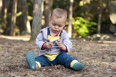 Undersökande natur för barn Arkivbild