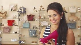 Undersökande sko för kvinna i lager royaltyfria bilder
