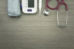 Undersökande utrustning för läkarundersökning för vård- kontroll-upp arkivbild