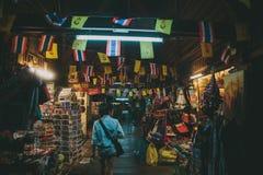 Undersökning av nattmarknaden i Bangkok Arkivbild