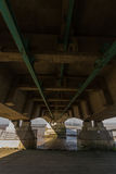 Underside του δεύτερου Severn που διασχίζει, γέφυρα πέρα από το Μπρίστολ Cha Στοκ φωτογραφία με δικαίωμα ελεύθερης χρήσης
