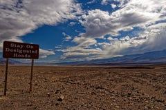 Underteckna in Death Valley Royaltyfria Foton