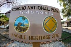Underteckna in den Komodo nationalparken royaltyfri bild