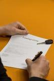 Underteckna ett avtal 5 Arkivbild
