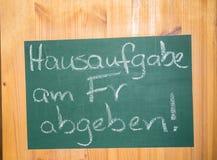 Underteckna in ett tyskt klassrum Royaltyfri Foto