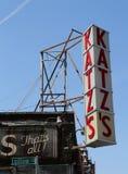 Underteckna för den historiska matvaruaffären för Katz ` s Arkivbild