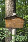 Underteckna framme av cottaen-Eiche i Werdau, Tyskland, 2015 arkivfoto
